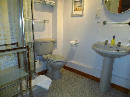 Glenshian Guesthouse: Bathroom