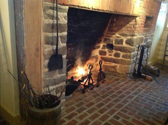 MapleStone Inn: What a gorgeous fireplace.
