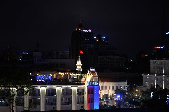 Royal Hotel Saigon ( Kimdo Hotel): Вид из номера вечером