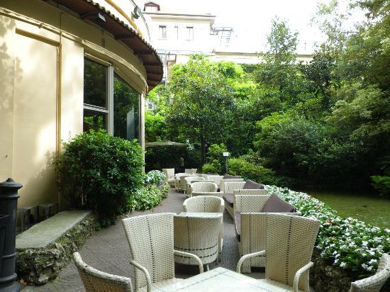 โรงแรมเชอราตันไดอะน่า มาเจสติก: Diana garden