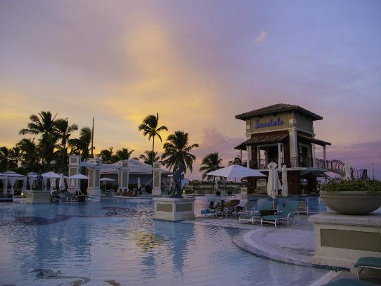 Sandals Emerald Bay Golf, Tennis and Spa Resort: Stunning Sunsets