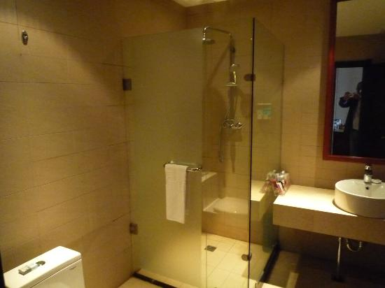 Hong Kong City Holiday Hotel: Bathroom