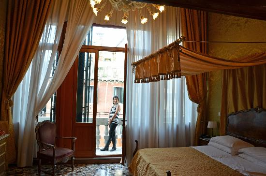 Hotel Palazzo Abadessa: Our guest room...just lovely (and so is the gal!)
