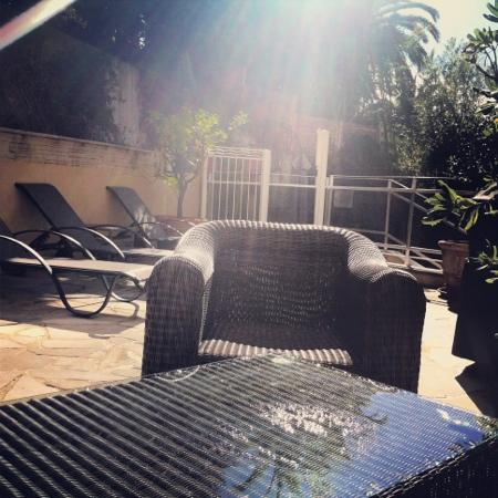 Hotel Cannes Gallia: après un bon footing sur la croisette, de bons étirements au soleil avec un bon jus de fruits