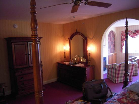 Christmas Farm Inn & Spa: the bedrroom area of the suite