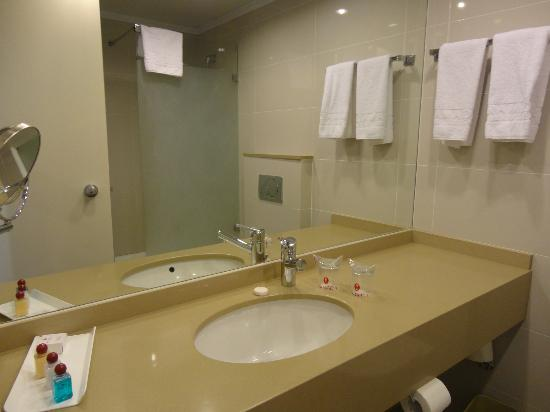 Ramada Jerusalem: Bathroom interior