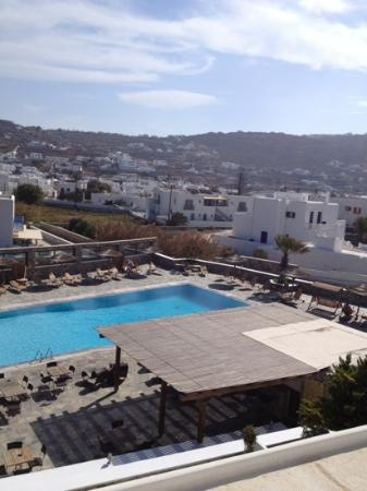 Yiannaki Hotel: view of the pool from our room.