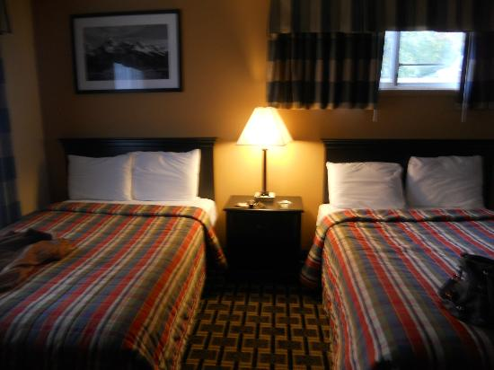 Travelodge South Burlington: Two queen beds in our room