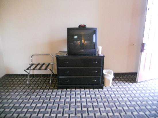 Travelodge South Burlington: TV