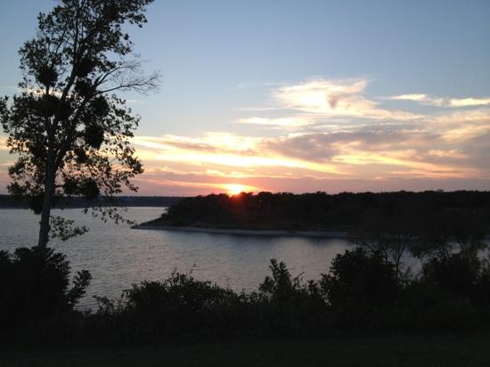 Dead Fish Grill: Sunset over Lake Belton
