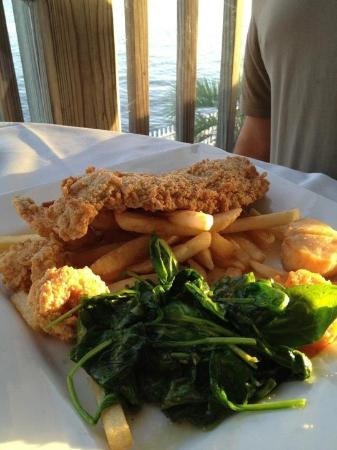Saltwater Grill: Beautiful plate of seafood