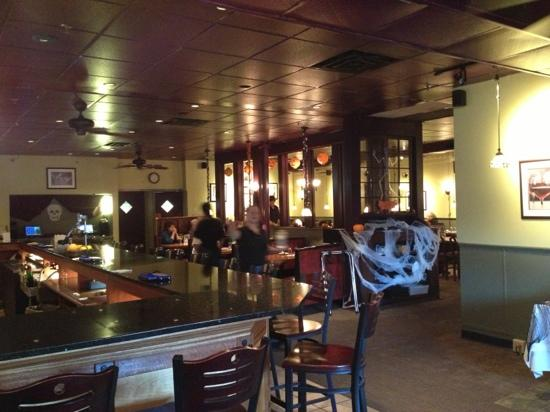 Greenfield Grille : The inside