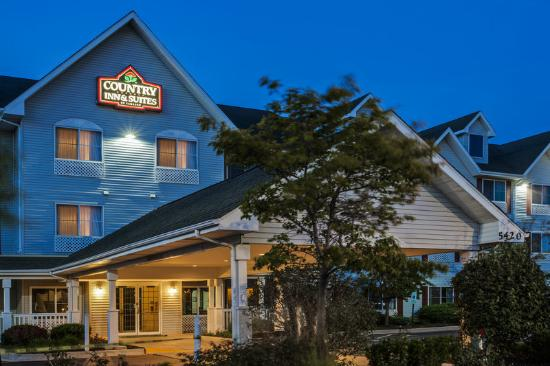 Country Inn & Suites By Carlson, Gurnee: CountryInn&Suites Gurnee ExteriorNight