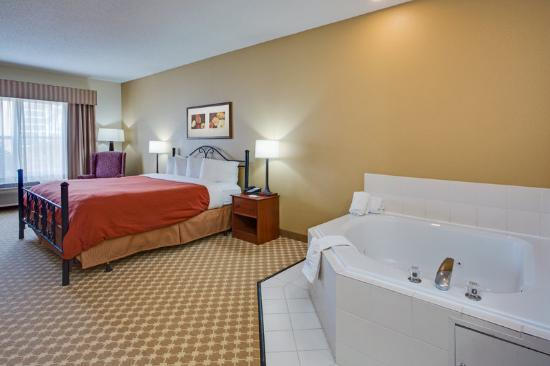 Country Inn & Suites By Carlson, Crystal Lake: CountryInn&Suites CrystalLake WhirlpoolSuite