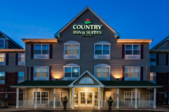 Country Inn & Suites By Carlson, Crystal Lake: CountryInn&Suites CrystalLake ExteriorNight