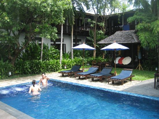 BanThai Village: Pool surrounds