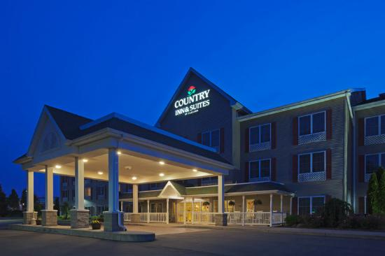 Country Inn & Suites By Carlson, Cortland: CountryInn&Suites Cortland ExteriorNight