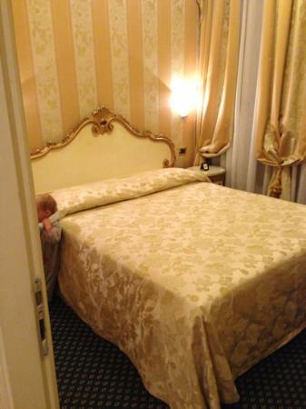 "Villa Igea: king bedroom of ""triple"" room"