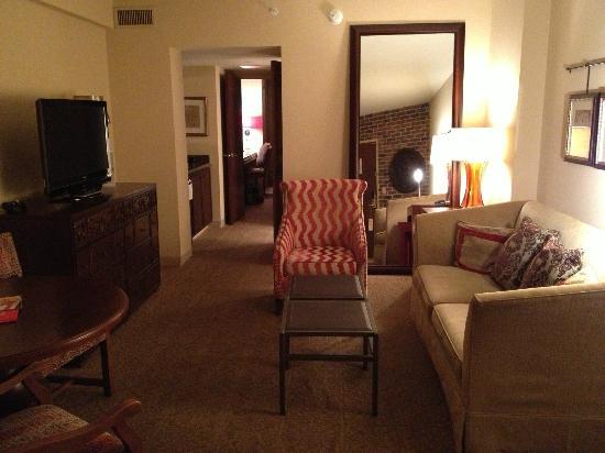 Hotel Contessa: Living room suite