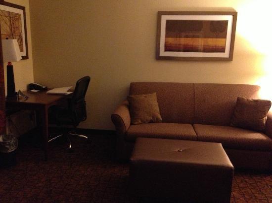 Hampton Inn & Suites McAllen: Sitting area and work area