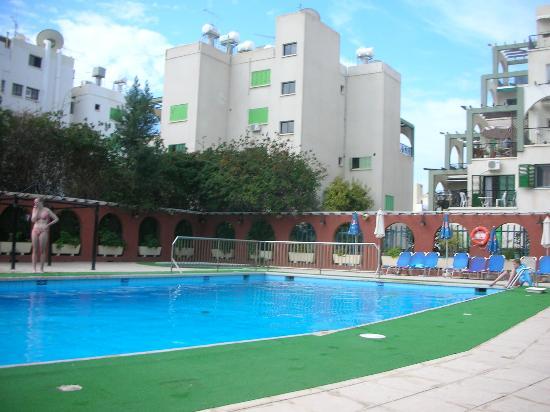 Navarria Hotel: территория бассейна
