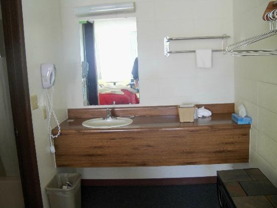 Gretna Inn: Dressing area.