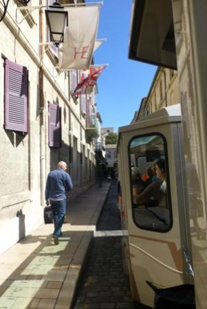Petit Train Avignon : You go down some very narrow streets!