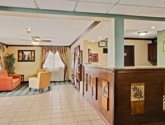 Super 8 Roseville/Detroit Area: Lobby