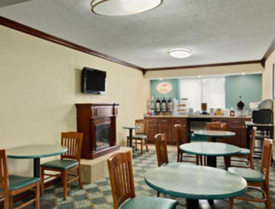 Super 8 Roseville/Detroit Area: Breakfast Area