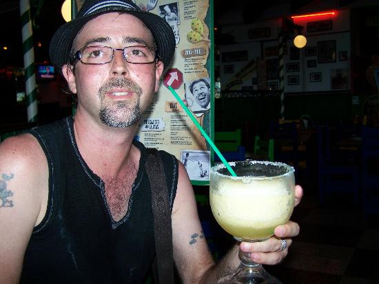 Carlos'N Charlie's: Regular size drinks are big to !