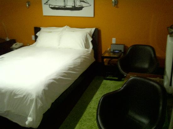 Swiss Hotel: Double bed room