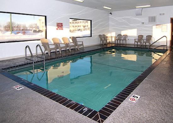 Econo Lodge Ames: IAEcono Lodge Pool