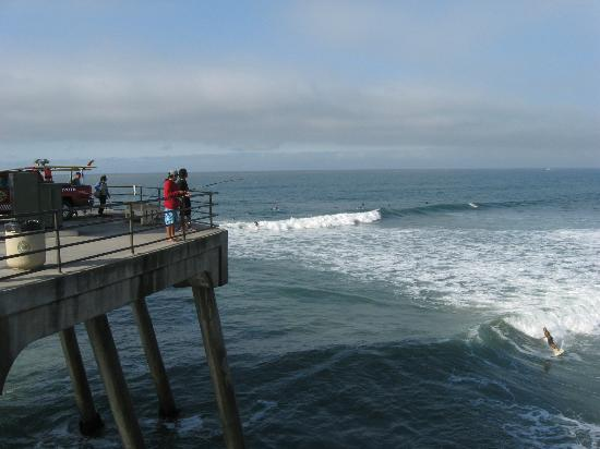 Huntington Beach, Kalifornia: fishing and surfing watching