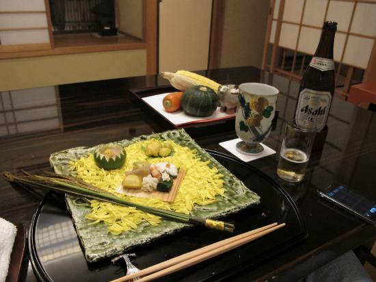 Kanamean Nishitomiya: Ingredients of the dish on the presentation plate in the back