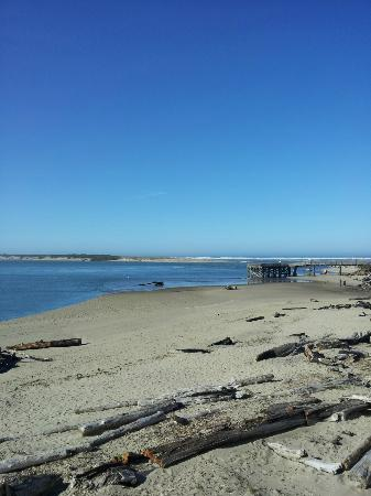 Siletz Bay Lodge: View from Second Floor