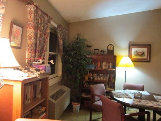 Bed and Breakfast at Penmerryl Farm : Breakfast Room (Books & Stuff To Read)