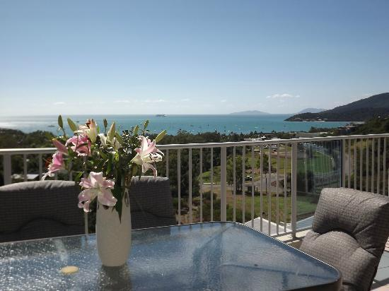 Grand Mercure Azure Sea: Airlie Bay from 'Azure Sea'