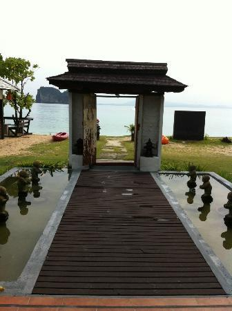 Koh Ngai Thanya Beach Resort : the entrance