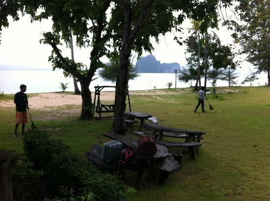 Koh Ngai Thanya Beach Resort : view from the lobby