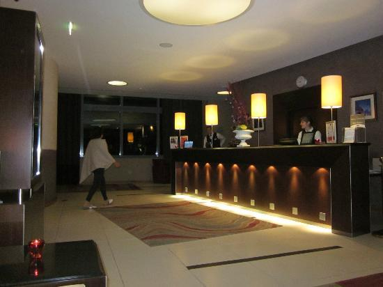 Hotel Crowne Plaza Lyon - Cite Internationale: reception,the staff spoke good English and so helpful