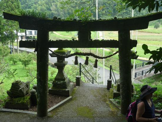 下の穴は経文を入れます - Picture of Usuki Sekibutsu, Usuki - TripAdvisor
