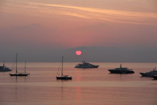 Hotel Royal-Riviera: Morning sunset from our balcony