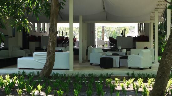 Le 48, Zen & Happy Rezort: Restaurant view from grounds