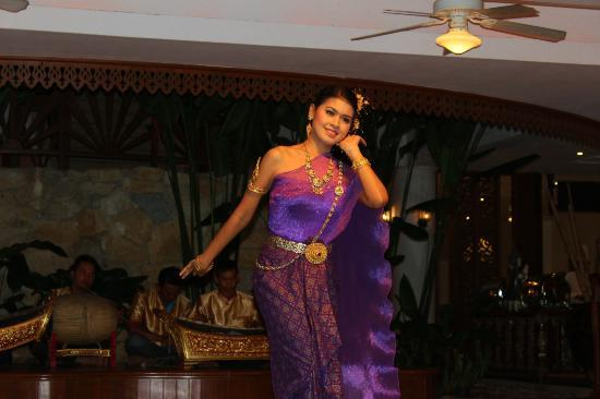 Amari Phuket: lovely Thai dancer
