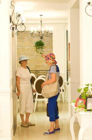 Calypso Suites Hotel: Lobby...