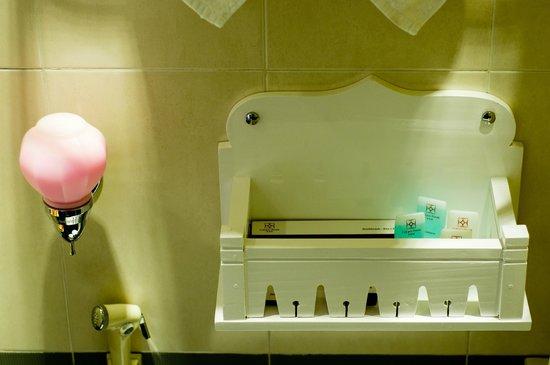 Calypso Suites Hotel : Bathroom...