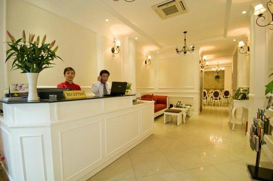 Calypso Suites Hotel: Calypso lobby area...