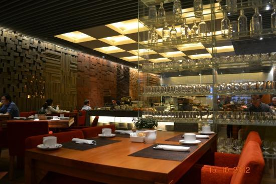 Oasia Hotel Novena, Singapore by Far East Hospitality: Ground floor restaurant