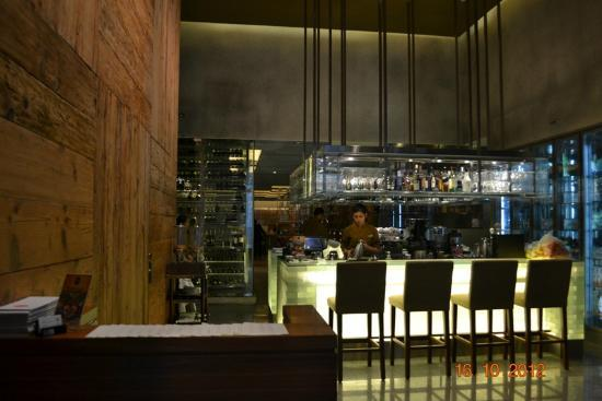 Oasia Hotel Novena, Singapore by Far East Hospitality: Restaurant and Bar at ground floor