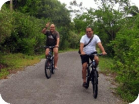 Tours Koh Taen - Private Day Tours: Ride on- and off-road on a quality mountain bicycle